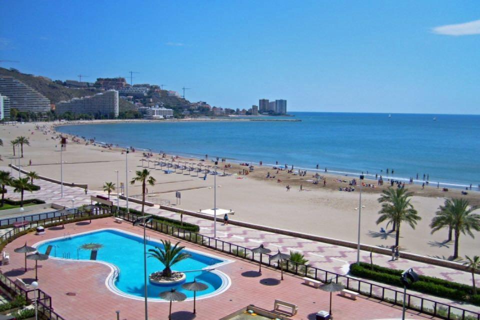 Apartamento en primera línea, en Cullera con piscina y vistas al mar